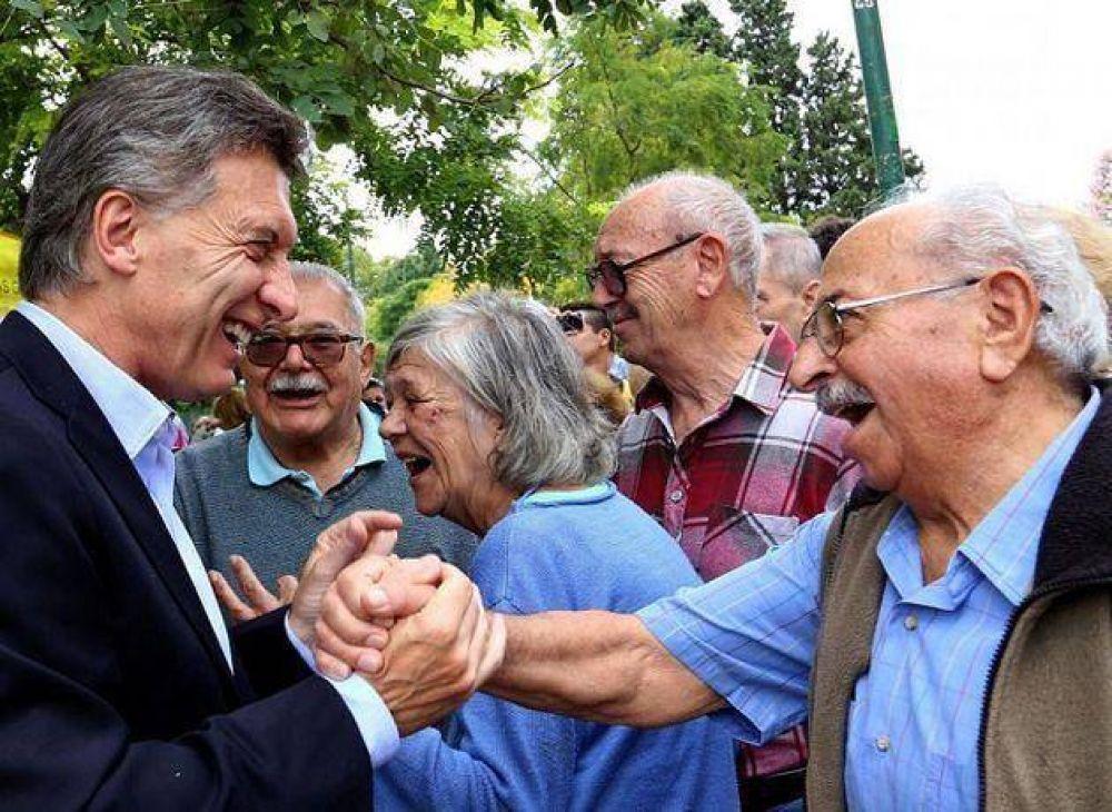 ¿Desaparece el PAMI?: Macri quiere que los gremios le paguen la obra social a sus jubilados