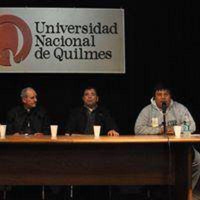 Tissera y Margni junto con el obispo Lugones en UNQ en encuentro de acceso justo al hábitat