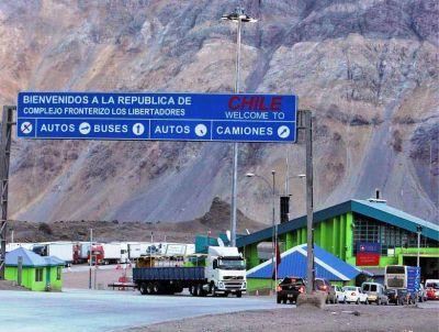 Más de 6 mil camiones podrían haber cruzado por El Pehuenche y lo hicieron por Libertadores