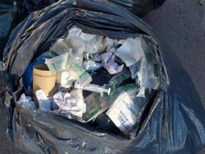 Sanatorio arroja residuos patogénicos en los contenedores