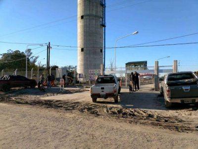 Detienen obra de agua potable en el barrio San Antonio por el despido de trabajadores