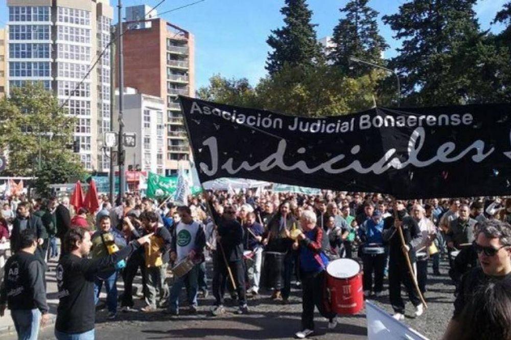 La Justicia le ordenó a la Provincia que convoque a paritarias a los judiciales