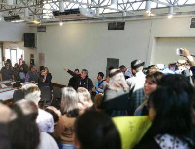 Distrito PRO rechazó la emergencia educativa con escándalo de por medio