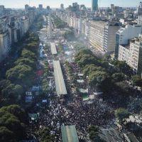 #NoAlFMI: con Camioneros y el kichnerismo a la cabeza, marcha la oposición al Obelisco