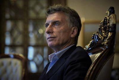 Entre el shock y la devaluación, Macri se queda disfónico y tiene que elegir un camino de cornisa