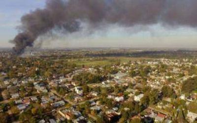 Esteban Echeverría: Se incendió la papelera Reciclarpel en Canning y hay un bombero herido