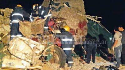 Un triple choque de camiones se cobró la vida de uno de los choferes