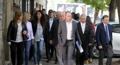 Bronca de intendentes del PJ con los gobernadores por el proyecto de transferir Aysa, Edesur y Edenor