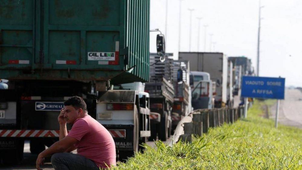 Camioneros brasileños mantienen los bloqueos