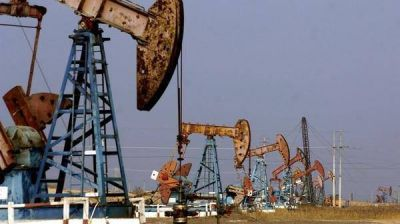 Vuelve a caer el petróleo y quita presión al alza de los combustibles en Argentina