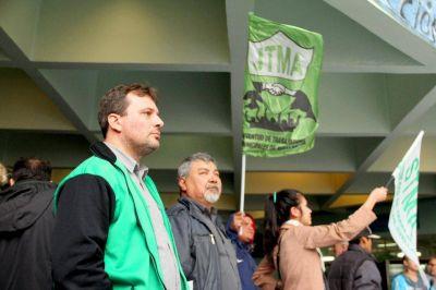 Ferraresi no convoca a paritarias y los municipales se le plantan en el Palacio