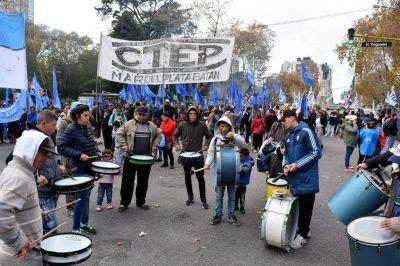 Antes de concentrarse en Capital, la marcha federal mostró sus consignas en Mar del Plata
