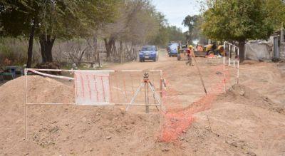 Instalan cañerías cloacales para la urbanización en Villa La Tela