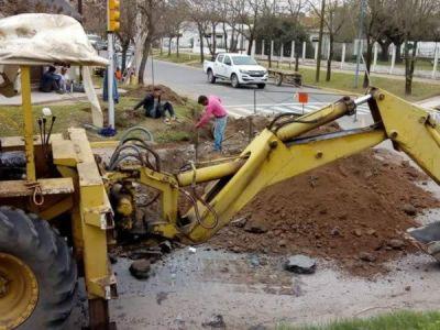 Realizan trabajos para la reconstrucción de pluviales y la alimentación de la planta potabilizadora