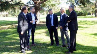 La nueva mesa política del Gobierno quedó en una foto y aún no participa de las decisiones