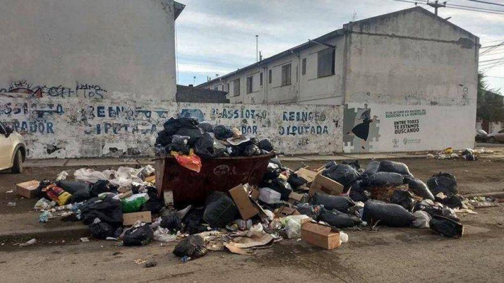 Por conflictos laborales, Río Gallegos y Deseado están impregnados de basura