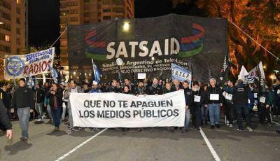 Multitudinaria movilización en defensa de los medios públicos