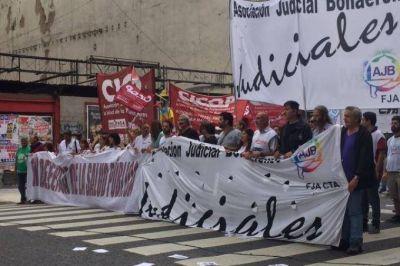 Judiciales y médicos bonaerenses realizan paro para exigirle a Vidal que los convoque a paritarias