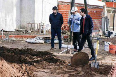Pablo Petrecca recorrió obras de cloacas en el barrio Los Almendros