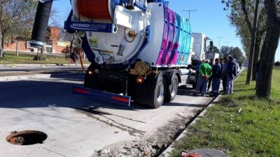 El camión desobsturador comenzó a funcionar en Barrio Cooperativa