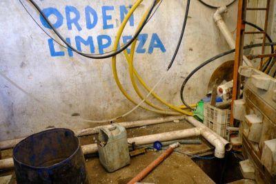 Clausuran galpones clandestinos que reciclaban plástico de productos químicos
