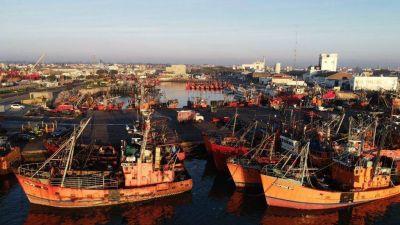 Los gremios portuarios paralizan la actividad pesquera en la ciudad