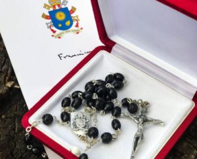 El Papa le envió un rosario a Lula a la prisión