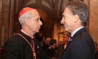 Otro cruce con la Iglesia: El Gobierno planea restringirle a los obispos los pasaportes oficiales
