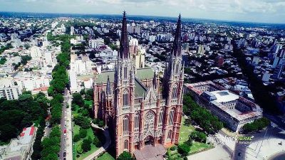 La Gobernación destinará más de 47 millones de pesos para terminar una de las torres de la Catedral de La Plata