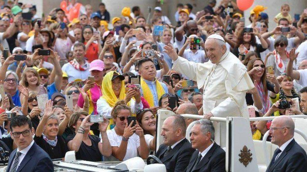 Catequesis del Papa: La vida verdadera la da sólo Jesús, buscar original y no la copia
