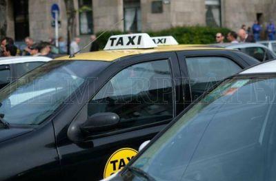 Taxistas se reúnen para analizar medidas por el incremento del GNC