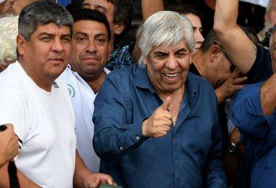 El Gobierno amenaza a Moyano con una multa multimillonaria para evitar el paro