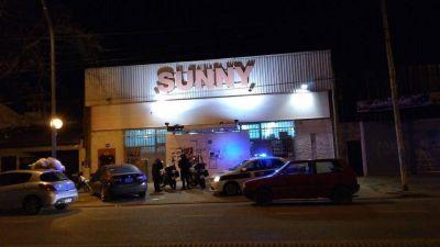 Una banda asaltó un supermercado chino e hirió a culatazos al dueño