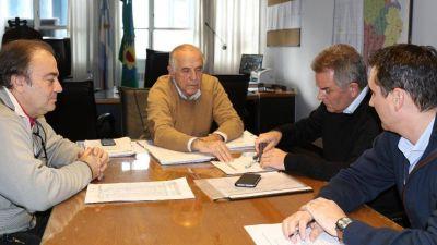 Gay formalizó acuerdos para terminar la construcción de más de 400 casas
