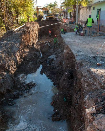 Comenzaron las obras para realizar el canal Tineo