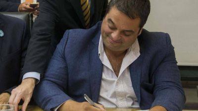 """""""Golpeando"""" y negociando: liberarán fondos de las obras sociales según el humor de Triaca"""
