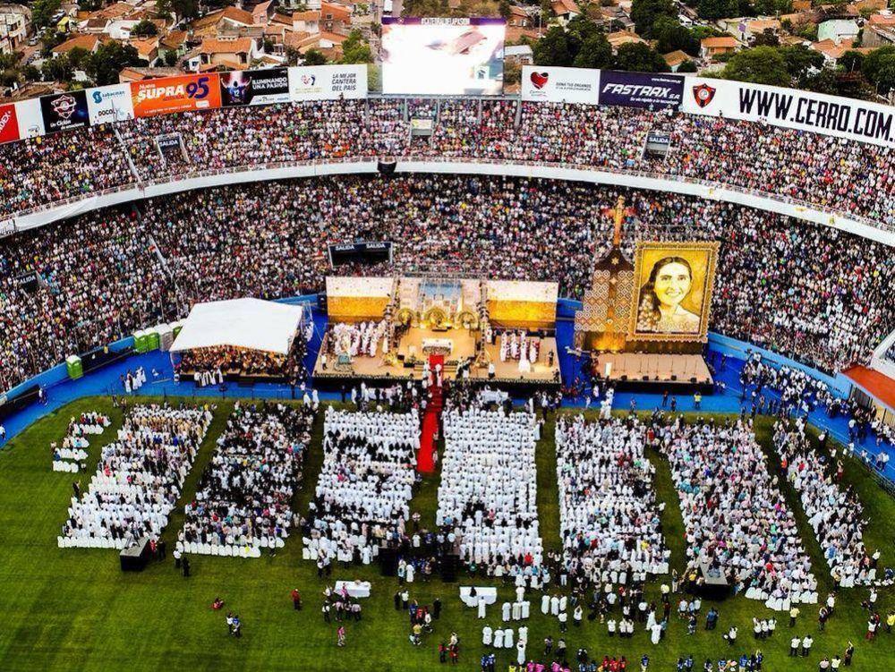 Chiquitunga fue beatificada ante un ferviente público y estadio lleno
