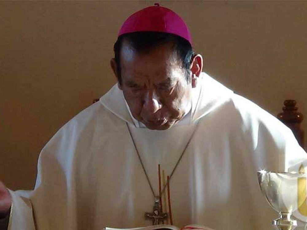 Primer cardenal indígena boliviano viaja al Vaticano para su investidura