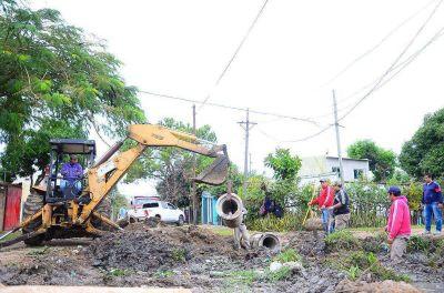 Acondicionan desagües y hacen trabajos de limpieza en cuatro barrios capitalinos