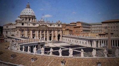 El APSA cambia de presidente con nuevo nombramiento hecho por el Papa