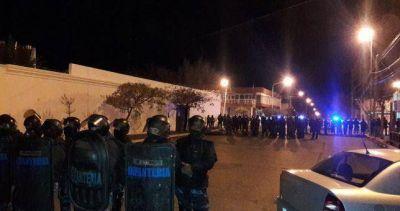 Violenta represión a los docentes de Chubut que reclamaban una resolución a la paritaria