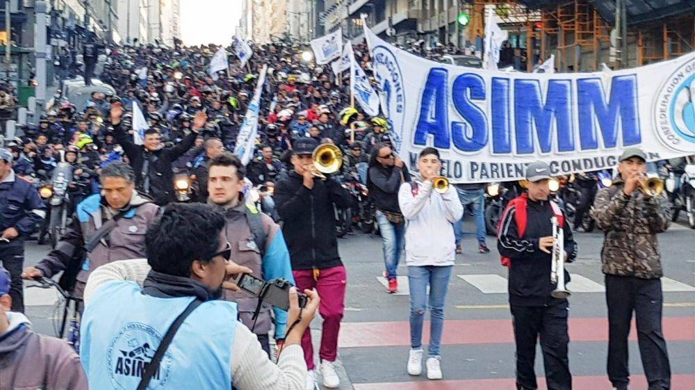 Motoqueros marcharon para exigir la homologación del acuerdo paritario
