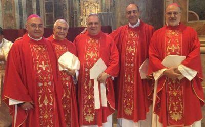 El Papa entregó el palio arzobispal a cinco prelados argentinos