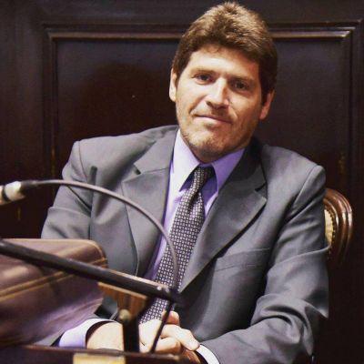 Tildan de ignorante a Guillermo Castello por su proyecto para eliminar el Día del Trabajador del Estado