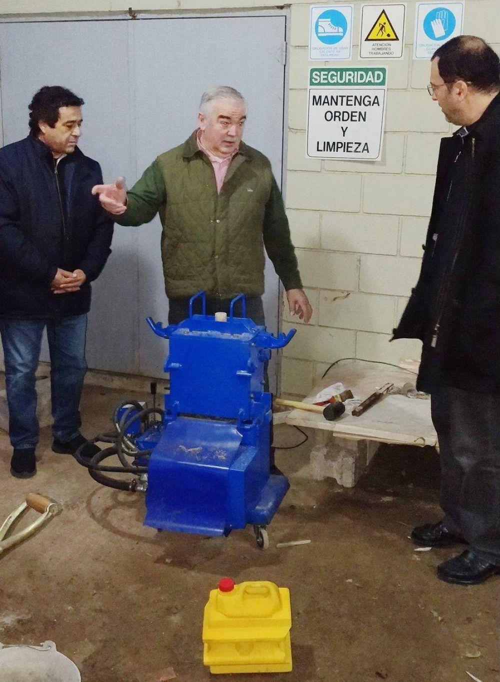 El Obispo Gabriel Mestre visitó la Escuela de Capacitación de la UOCRA
