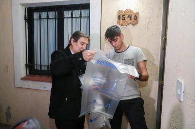 El intendente Félix se unió al programa de separación de residuos entregando bolsas y folletos