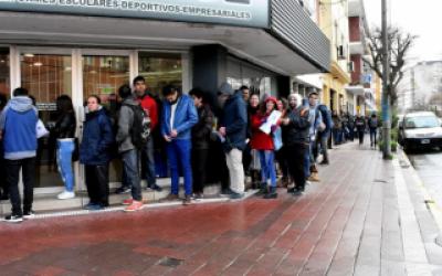 Un aviso por seis puestos de trabajo provocó dos cuadras de fila en Mar del Plata