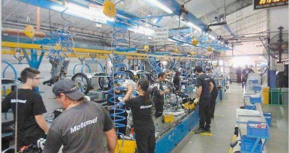Luego de los despidos masivos, Motomel adelanta vacaciones y paraliza la producción
