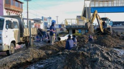 Obras Públicas continúa con trabajos de saneamiento en la ciudad
