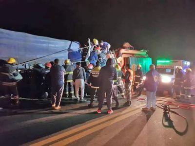 Impactante choque entre dos camiones en la Ruta 5